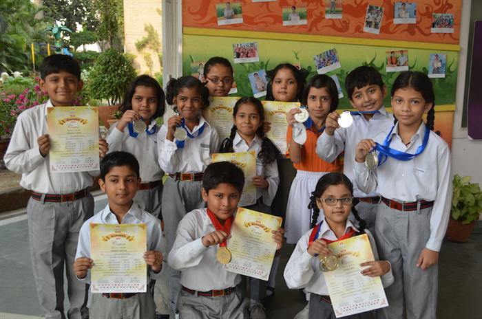 Winners of Brain O Brain. Tanisha Tripathi, Sanjeeta, Atharva Tripathi, Vaishnavi Tiwari, Anusha Dixit, Pooja Manwani, Gargi Varshaney, Abhirup Mishra, Saksham Gupta. (Ratanlal Nagar)
