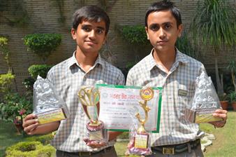 Sarvagya Shukla and Aayush Shukla. First in Inter School Bharat Ko Jaano quiz. (Ratanlal Nagar)