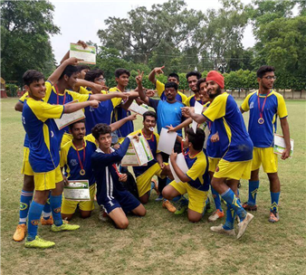 We are delighted to share with you that our The Chintels School, Ratanlal Nagar football ⚽️team has won the ICSE football tournament 2017. Proud moment for all of us. 😊 #celebration  #proudofyou #winningmoment #happyjingles (Ratanlal Nagar)